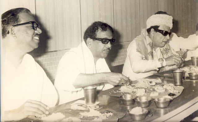 mgr-eating-with karunanithi