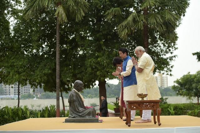 shinzo abe-india visit-modi-13092017 (10)
